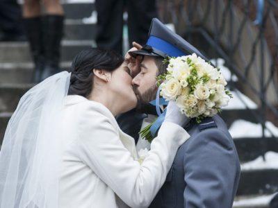 """Obraz: """"Policjantki i policjanci"""": Wielki dzień Krzyśka i Emilki (wideo)"""
