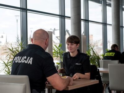 Policjantki-i-policjanci-1-Medium.jpg