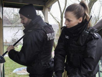 """""""Policjantki i policjanci"""" : Karolina i Krzysiek razem w patrolu! (wideo)"""