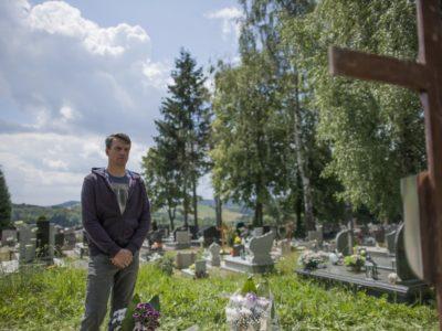 """""""Znaki"""": Bójka na cmentarzu"""